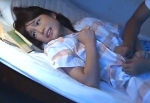「妹には手を出さないで…」二段ベッドで眠る仲良し姉妹のお姉ちゃんをレイプ!
