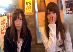 浅草でナンパした二人組みの仲良し美少女