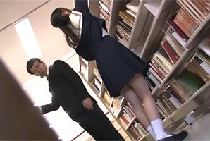 図書館の奥で作業してたJKの膨らんだ巨乳に我慢出来ず…レイプ!