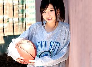 【5/30発売】現役女子バスケットボール部の美少女『綾波まこ』AVデビュー!!