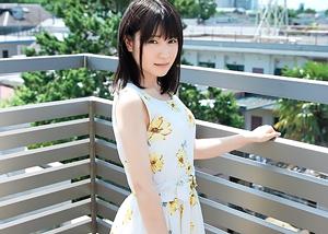 【9/27発売】透き通るような肌のパイパン少女がAV初撮影…りの149cm