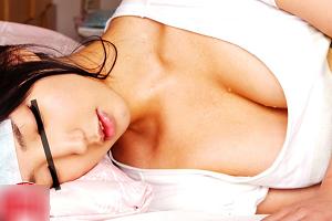 風邪引いて汗だくで寝込む女親友に理性崩壊してしまい…