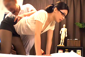 (整体秘密撮影)モデル痴女教師の骨盤のゆがみを膣内の中から肉棒で矯正
