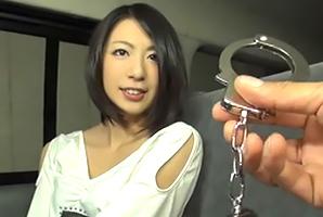 (キャッチ)ボーイッシュ女子大学生が挑戦☆手錠で縛りして声我慢☆