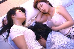 熱帯夜に暑苦しくて寝返りを打つ美巨乳の姉さんたちに挟まれて…