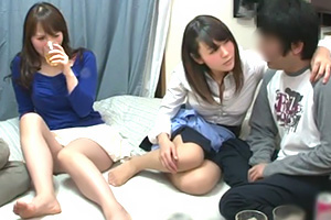 (宅飲み)Hカップ&Gカップ☆ほろ酔い状態のロケット乳妻となし崩し的に4P