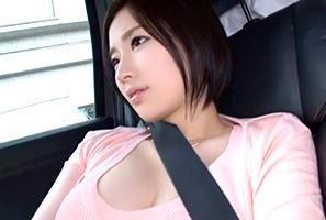 シートベルトが悲鳴を上げそうな超ロケット乳純白美10代小娘をデリバリー☆