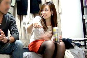 (秘密撮影)宅飲み。泥酔→脱衣GAMEでsexに持ち込まれるモデル社内レディー