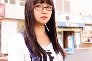 脱がすとGカップ☆地味な雰囲気なのに凄い体していた眼鏡10代小娘