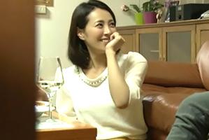 (秘密撮影)38才になっても魅力的な先輩のFカップ奥さんにナカ出し☆