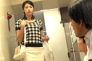 近所の不良少年のタバコを注意してナカ出し輪姦されるモデル妻☆
