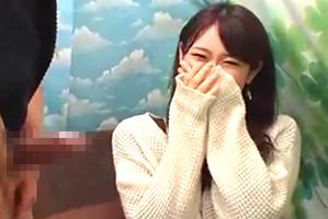 (キャッチ)秋冬ファッションがカワイいモデル女子大学生のセンズリ鑑賞☆