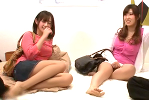 (宅飲み)先輩が連れて来た千鳥足の泥酔美巨乳女子大学生と4P☆