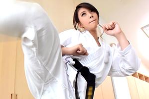 (キャッチ)ウワキしたら上段回し蹴り☆全国常連の空手女子大学生
