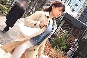(シロウト)男の視線を釘付けにする美巨乳BUSガイドを新宿でキャッチ☆