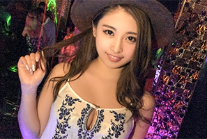 (シロウト)渋谷のCLUBでキャッチした美巨乳巨大お尻の色っぽいショップ店員