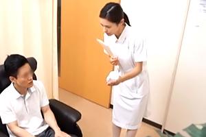 『お手伝いしましょうか?』採精室でベテラン看護師さんと2人きり☆