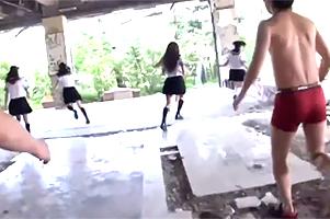 捕まったら強姦☆現役10代小娘が賞カネを懸けて無人島でサバイバル☆