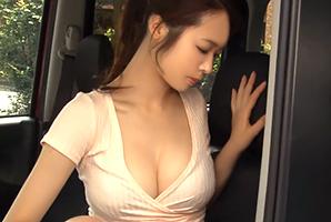 隣に止まった車の、服がはち切れそうなロケット乳モデルに発情強姦☆
