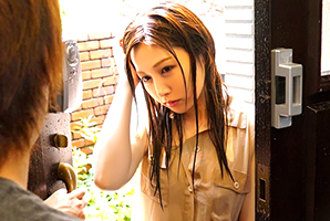 台風直撃…列車運休で泊まりに来た友人の奥さんと朝までsex☆