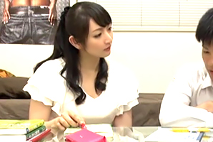 ドウテイに悩む教え子にKISSから順番に教えてあげる若妻カテキョ☆