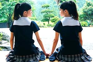 (AV史上初)まだ誰も見たことない本物双子のW純粋娘喪失☆