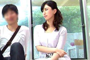 (秘密撮影)40代になっても輝きを失わない親友のモデルお母ちゃんと初タイケン☆