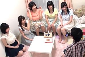 (シロウト)名門大学の女子寮に忍び込み美巨乳5人とハーレム体験☆