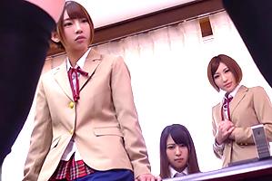 BOYで唯一、生徒達会に入ってモデル10代小娘たちと連日ヤリまくり☆