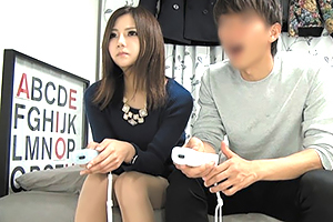 (秘密撮影)ゲーマーのモデル幼馴染とSEXを賭けてマリオカート対決☆