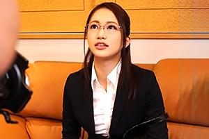 (キャッチ)弁護士の卵☆法律事務所にインターン中のモデル法学部生