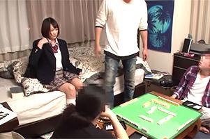 夏休みに上京してキャッチされた大学生のヤリ家で回される10代小娘…