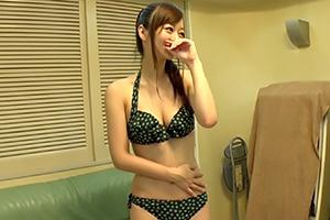 (キャッチ)海開き☆お母ちゃん友と湘南ビーチに来てた美巨乳若妻にナカ出し☆