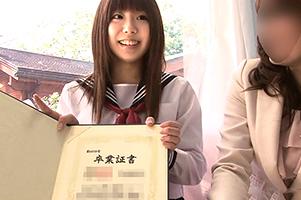 (シロウト)卒業式当日に同伴で来た母親の前でAV収録する現役10代小娘☆
