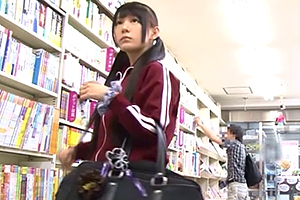 (秘密撮影)本屋を貸し切って参考書を見に来た部活帰りの10代小娘を輪姦☆