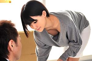 「えっ、ノーブラ!?」緩めの部屋着で胸チラ連発する隣の若妻に欲情!