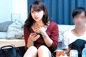 (秘密撮影)鉄壁ガードの美容系社内レディーをプレゼントで落としてねっとりセックス☆