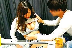 (秘密撮影)宅飲みで痴女系の後輩にヤられる姉御肌のG乳女子大学生